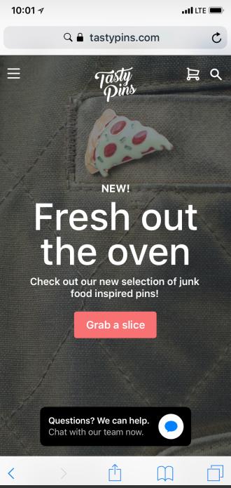Een voorbeeld van de startpagina van een mobiele winkel met de knop Chatten met berichten